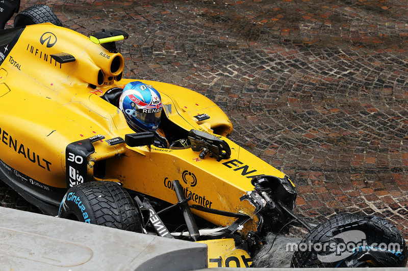 Jolyon Palmer, Renault Sport F1 Team RS16 va a sbattere durante la gara