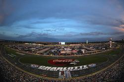 Sonnenuntergang über dem Charlotte Motor Speedway