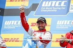Podium: Race winnner José María López, Citroën World Touring Car Team, Citroën C-Elysée WTCC