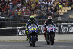 Валентино Россі, Yamaha Factory Racing, Хорхе Лоренсо, Yamaha Factory Racing