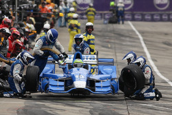 Tony Kanaan, Chip Ganassi Racing Chevrolet pit action