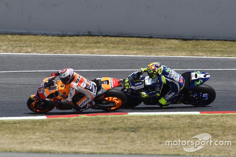 Marc Marquez, Repsol Honda Team, supera a Valentino Rossi, Yamaha Factory Racing