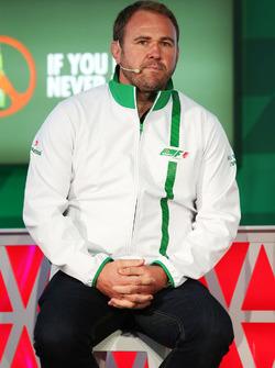 Scott Quinnell, ex jugador de Rugby en el anuncio de patrocinio de Heineken