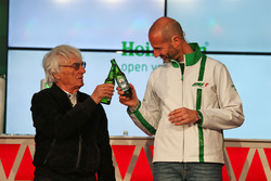 (Da Sx a Dx): Bernie Ecclestone, e Gianluca di Tondo, Responsabile globale del marchio Heineken,  all'annuncio della sponsorizzazione Heineken