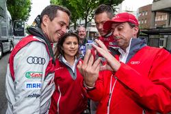 Audi Sport Team Joest: Benoit Tréluyer,  Leena Gade et Andre Lotterer prennent un selfie