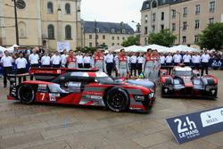 #7 Audi Sport Team Joest Audi R18: Marcel Fassler, Andre Lotterer, Benoit Tréluyer en #8 Audi Sport Team Joest Audi R18: Lucas di Grassi, Loic Duval, Oliver Jarvis