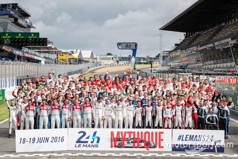 La traditionnelle photo de groupe des pilotes