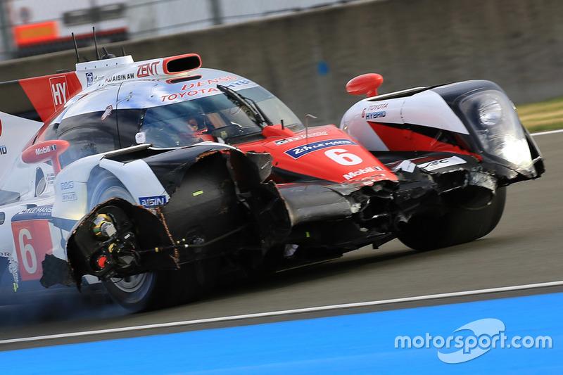 Crash de la #6 Toyota Racing Toyota TS050 Hybrid: Stéphane Sarrazin, Mike Conway, Kamui Kobayashi