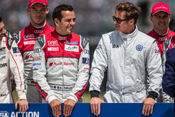 Foto oficial de Acción de FIA para la seguridad vial #7 Audi Sport Team Joest Audi R18: Marcel Fassler, Andre Lotterer, Benoit Tréluyer con el actor Brad Pitt