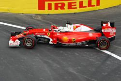Себастьян Феттель, Ferrari SF16-H выехал за пределы трассы
