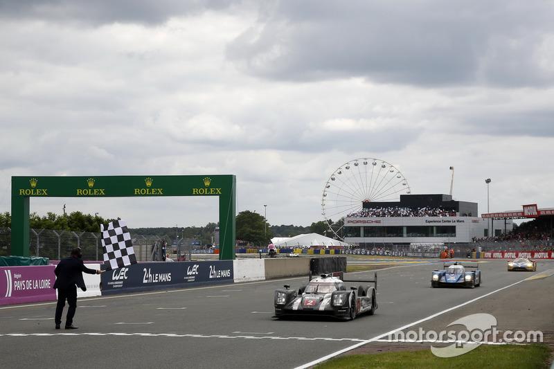 Drapeau à damier : #2 Porsche Team Porsche 919 Hybrid: Romain Dumas, Neel Jani, Marc Lieb