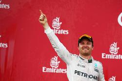 Победитель гонки - Нико Росберг, Mercedes AMG F1 празднует на подиуме