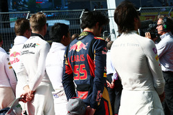 Карлос Сайнс-молодший, Scuderia Toro Rosso  на стартовій решітці слухає національний гімн
