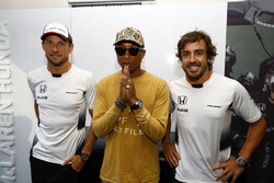 Fernando Alonso, McLaren con  Jenson Button, McLaren y Pharrell Williams