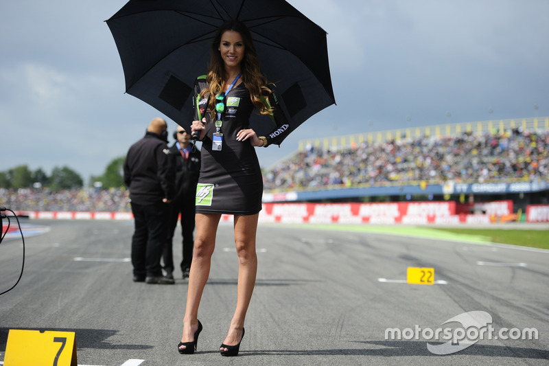 Lovely Drive M7 SIC Racing Team girl
