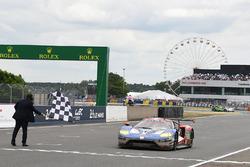 Drapeau à damier : #68 Ford Chip Ganassi Racing Ford GT: Joey Hand, Dirk Müller, Sébastien Bourdais