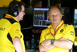 Julien Simon-Chautemps, Renault Sport F1 Team and Frederic Vasseur, Renault Sport F1 Team, Racing Director