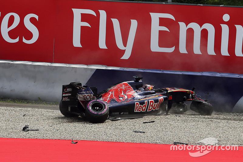 10  (GP de Austria) Daniil Kvyat, Scuderia Toro Rosso se estrella en la calificación