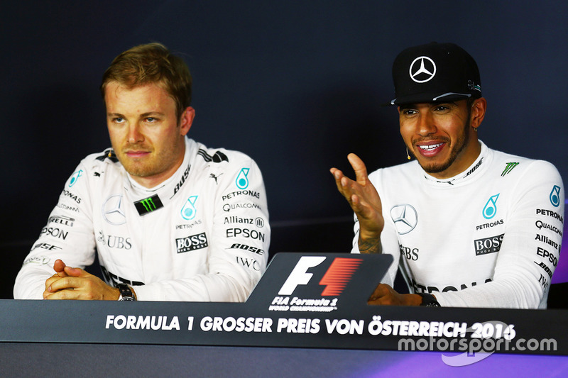 Compañero de Nico Rosberg, de Mercedes AMG y de equipo de Lewis Hamilton F1, Mercedes AMG F1 en el post que la Conferencia de prensa FIA