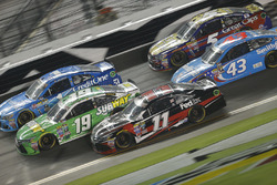 Carl Edwards, Joe Gibbs Racing Toyota, Denny Hamlin, Joe Gibbs Racing Toyota, Jamie McMurray, Chip Ganassi Racing Chevrolet