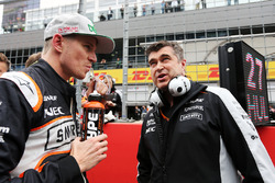 Nico Hulkenberg, Sahara Force India F1 on the grid with Bradley Joyce, Sahara Force India F1 Race Engineer