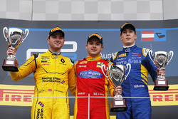 Podium : le vainqueur Jordan King, Racing Engineering, le deuxième, Oliver Rowland, MP Motorsport, le troisième, Alex Lynn, DAMS
