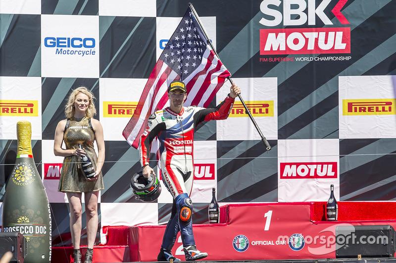 Nicky Hayden, fête sa troisième place sur le podium de Laguna Seca