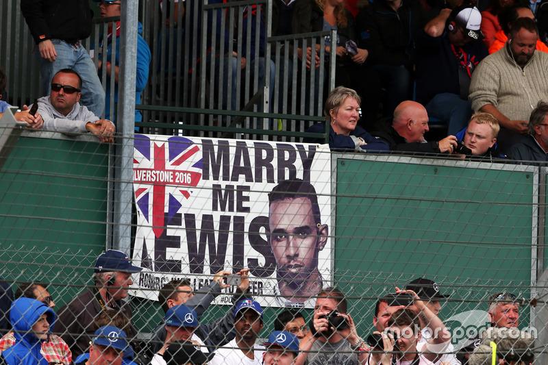 Льюиса Хэмилтона очень любят в Великобритании
