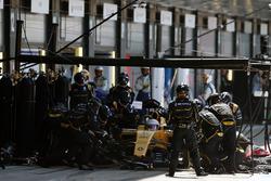 Kevin Magnussen, Renault Sport F1 Team RS16 hace una parada en boxes