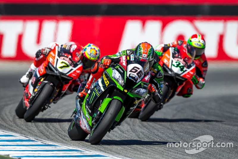 Tom Sykes, Kawasaki Racing Team seguido por Chaz Davies con Davide Giugliano, Aruba.it Racing - Ducati