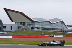 Тест-пілот Mercedes AMG F1 W07 Hybrid Естебан Окон