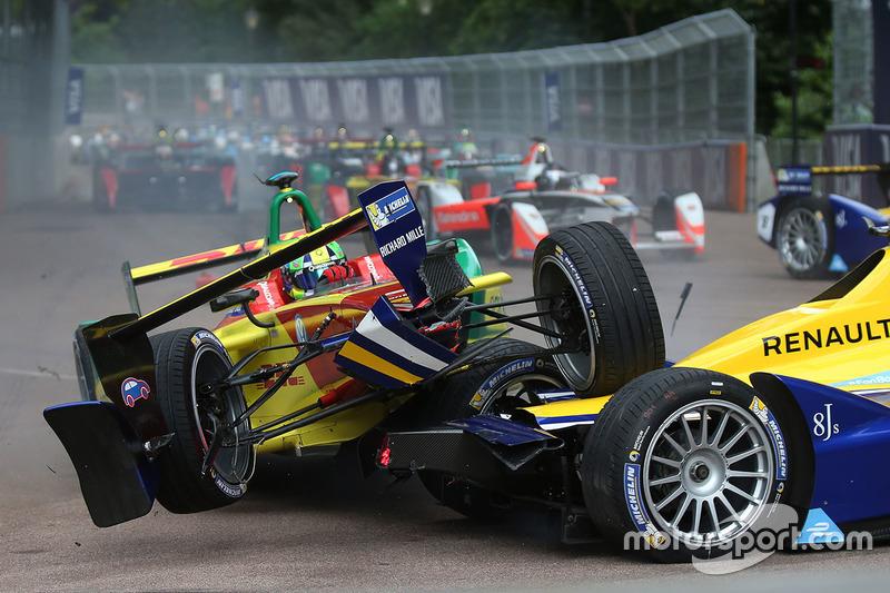 8. Accidente en la primera curva de Lucas di Grassi, ABT Schaeffler Audi Sport y Sébastien Buemi, Renault e.Dams