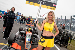 Grid girl, Callum Ilott, Van Amersfoort Racing Dallara F312 - Mercedes-Benz