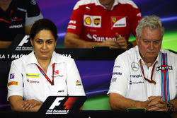 Monisha Kaltenborn, director del equipo Sauber y Pat Symonds, Williams director técnico en la Conferencia de prensa FIA