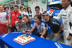 #12 Team Impul Nissan GT-R Nismo GT3: Joao Paulo de Oliveira celebrates his birthday with the team and and Kazuyoshi Hoshino, Team Impul Director
