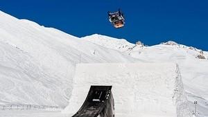 Герлен Шишери выполняет свой знаменитый прыжок