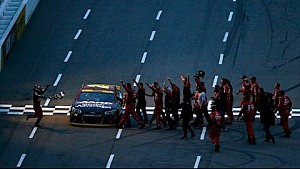Jeff Gordon s'impose à Martinsville et se qualifie pour la finale du championnat!