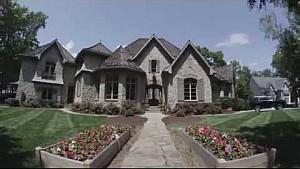 A vida de Kurt Busch em sua casa do lago