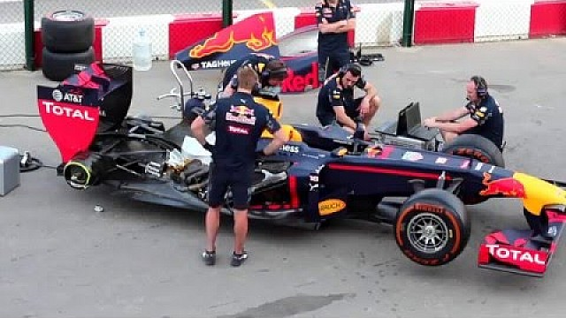 Red-Bull-Showrun in Oman