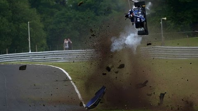 Camera-car: il crash di Ameya Vaidyanathan