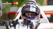 Campeón de F1 Jenson Button llega a FOS en el legendario McLaren de Lauda