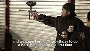 Kartrennen mit Paintball-Action