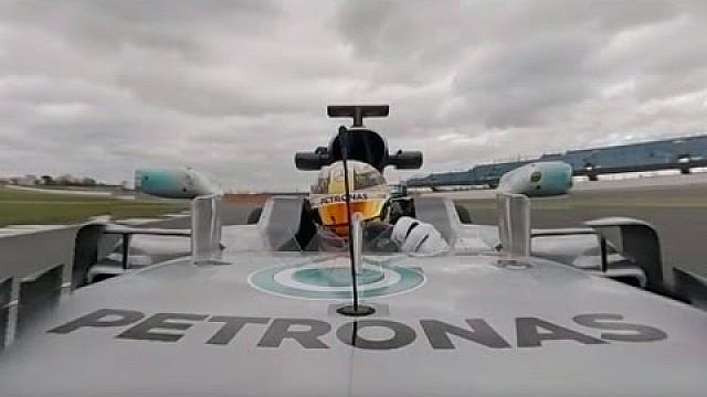 Formula 1 Lewis Hamilton drives the Mercedes W08 - 360°