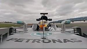 Lewis Hamilton alla guida della Mercedes W08
