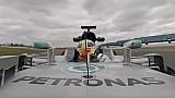 Lewis Hamilton 360° araç üstü kamera ile turu