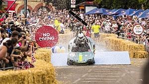 Caméra embarquée en Aston Martin caisse à savon !