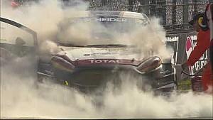 Riga: Scheider im brennenden Auto