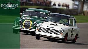 Titanic touring car battle for the lead