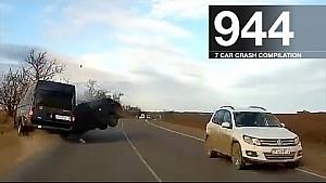 Car crash compilation 944 - December 2017
