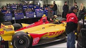 Los pilotos de Supercross visitan Indianápolis Motor Speedway durante la prueba IndyCar